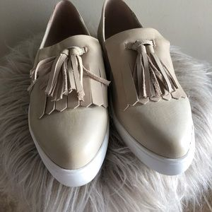 Tassel leather slip on/loafer shoe